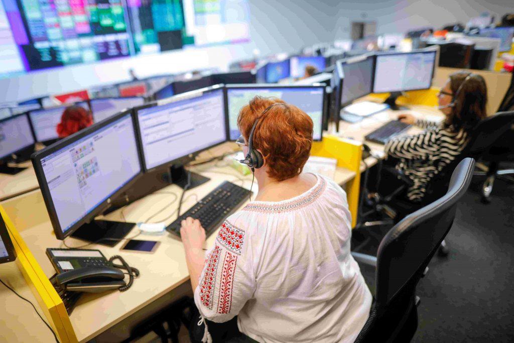 Dispatcher in 911 call center